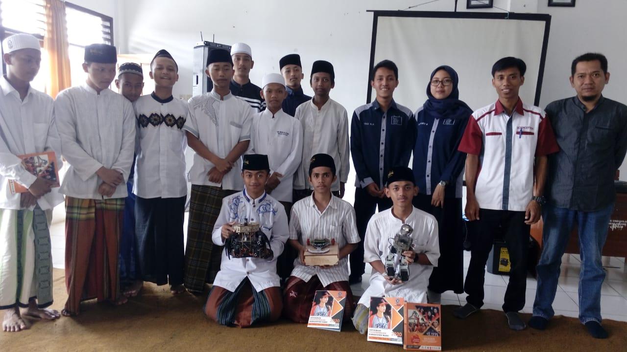 Lakukan Workshop Robotik, Prodi Teknik Informatika Unikama Kunjungi SMK An-Nur Bululawang