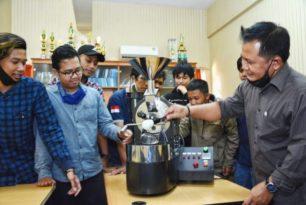 Berikan Ide Kreatif Baru di Dunia Kopi, Mahasiswa Unikama Ciptakan Automatic Coffee Roasting